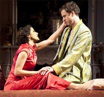 Bianca Amato as Amanda and James Waterston as Elyot,Photo:  Paul Marotta
