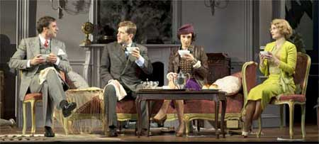 James Waterston (Elyot), Jeremy Webb (Victor), Bianca Amato (Amanda), Autumn Hurlbert (Sibyl).