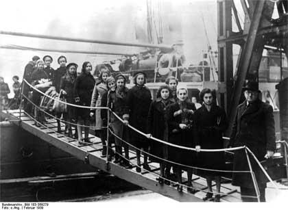 Children arriving in England via the Kindertransport, 1939