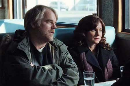 Philip Seymour Hoffman as Jon Savage, Laura Linney as Wendy Savage in 'The Savages' (2007)