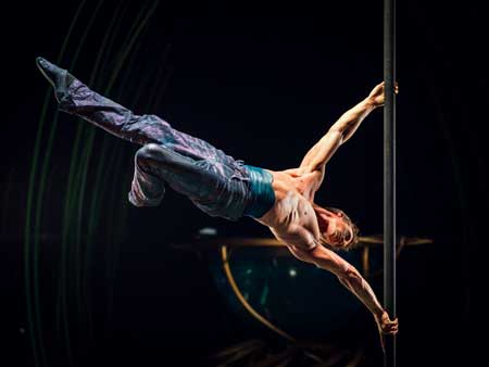 Romeo on the Chinese Pole in 'Amaluna'