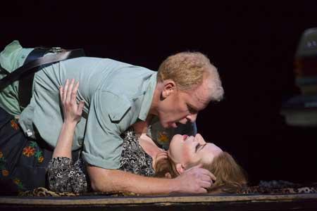 Roger Honeywell as Don José, Jennifer Johnson Cano as Carmen in 'Carmen'