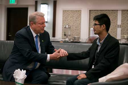 Al Gore with John Leonard Chan, Climate Leadership Trainee in the Philippines and survivor of the Typhoon Haiyan in 'An Inconvenient Sequel: Truth to Power'