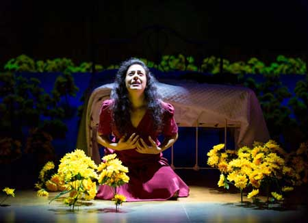Nadine Malouf as Yerma in 'Yerma'