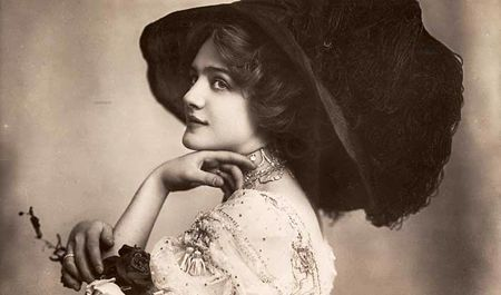 Lily Elsie in the 1907 London premiere of 'The Merry Widow', 1907
